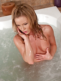 Bathtime pictures at lingerie-mania.com