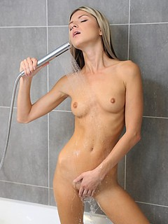 Free Shower Sex Pictures and Free Shower Porn Movies