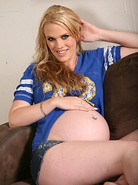 Pregnant white girl Hydii May gets filled to the rim with black ooze pics