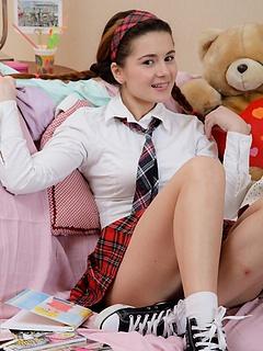 Free Schoolgirl Pictures