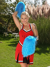 Cheerleader Liliane Tiger Is Fucked in the Sun, Hurrah pictures at freekilosex.com