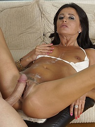 Housewife Bitch Milf aw Soraya Rico is a Mum Who Loves Cum pictures at kilomatures.com