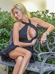 Classy Blonde pictures at find-best-videos.com