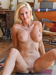 Firm And Round pictures at find-best-pussy.com