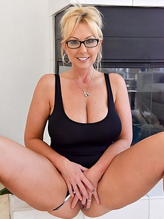Free Glasses Porn Movies and Free Glasses Sex Pictures