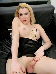 Innocent tranny Roxana showing her private parts pictures at lingerie-mania.com