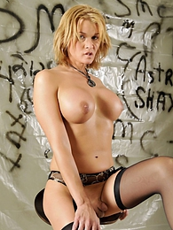 Beauteous Shemale Astrid Shay Naked pictures at kilomatures.com