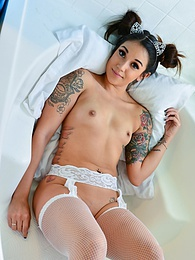Spreads In White pictures at freekilosex.com