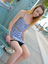 Stationside Upskirt pictures at dailyadult.info