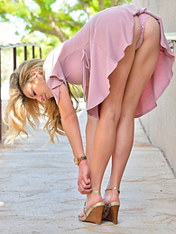 Pretty In Pink pictures at kilosex.com