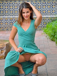 Pretty Girl In Green pictures at freekilosex.com