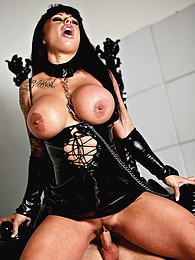 Cum Loving Cougar Kerry Louise Satisfies Her Hunger For Cock pictures at freekilosex.com