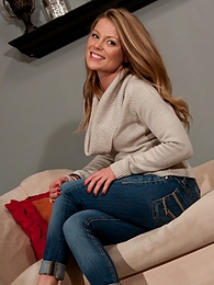 Sweater And Jeans pictures at lingerie-mania.com