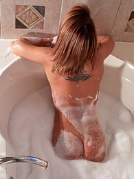 Bubble Bath pictures at kilogirls.com