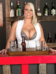 Hands-on Bartender pictures at lingerie-mania.com
