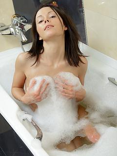 Free Bathroom Sex Pics and Free Bathroom Porn Movs