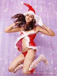 Amazing dark haired shapely teen Snow-maiden demonstrating her absolutely seductive body. pictures