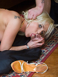 Ellen knows how to jerk off a dick with her beautiful feets pictures at freekilosex.com
