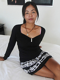 Hairy pussy Thai honey gives up the goods to traveller pictures at kilosex.com