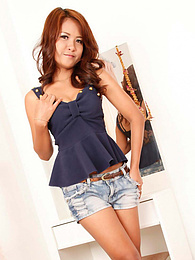 Hot hotel-room love affair with sexy Thai hitch-hiker pictures at kilogirls.com