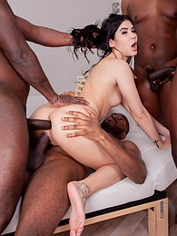 Lady Dee Wants Four BBCs, So That's Exactly What She Gets pictures at freekilosex.com