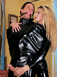 Ashley likes to be in control and has fun with two guys pictures at freekilosex.com