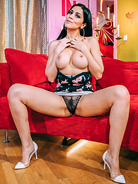 Latina Julia de Lucia in Berlin, has hard fuck with anal pictures at kilovideos.com