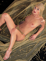 Gorgeous Julie Silver, when Silver Turns into Gold and a DP pictures at kilopills.com