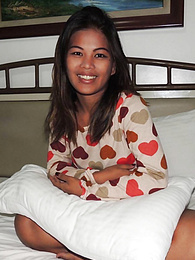 Dark-skinned 22 yr old Filipina meets old flame in Angeles City pictures