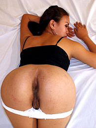Naughty Pinay camgril strips and spreads pussy for pics pictures at freekilomovies.com