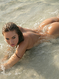Naked babe laying on the beach pictures at kilogirls.com