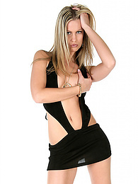 Sexy blonde shows all in the studio pictures at kilogirls.com