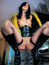 Pornstar Suzie Diamond in high boots is sodomized & gets DP pictures