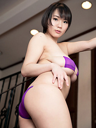 Big Boobs & Tiny Bubbles pictures at dailyadult.info