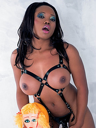 Ebony Fetish Slut Gets a Facial From a Latex Masked Slave pictures at freekiloclips.com
