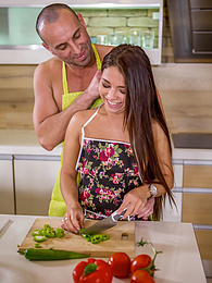 Brunnete babe Kandy Kors fucked during her date with the naked chef pictures at freekiloporn.com