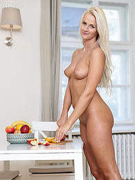 Blonde babe Katy Sky drips orange juice all over her naked body pictures at find-best-panties.com