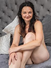 Brunette MILF Anette Harper masturbates after watching porn pictures at find-best-ass.com