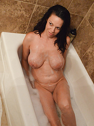 Big breasted mature amateur Candace takes a bath pictures