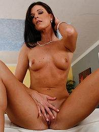 Brunette MILF India Summer wearing only her black heels pictures at find-best-videos.com