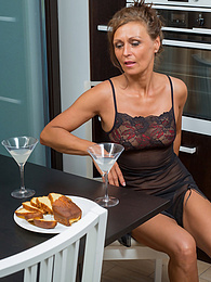 Mature babe Drugaya enjoys cocktails while being naked pictures at kilomatures.com