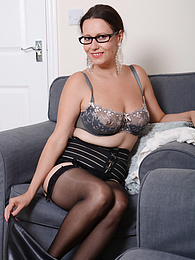 Mature amateur Annabelle Moore toys pussy while wearing only stockings pictures at find-best-pussy.com