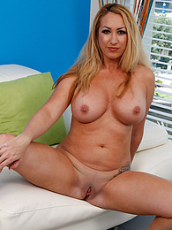 Busty mature babe Janna Hicks naked and on all fours pictures at freekiloporn.com