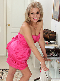 Mature housewife Sierra Smith gets butt ass naked for you pictures at kilovideos.com