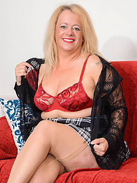 Busty and thick older amateur Erotica Ann toys her twat on the couch pictures at kilomatures.com
