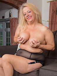 BBW English housewife Erotica Ann toys her pussy on the sofa pictures