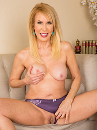 Erica Lauren loves to expose her lovely granny pussy for all to enjoy pictures at kilovideos.com