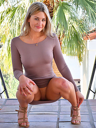 Under The Dress pictures at find-best-mature.com