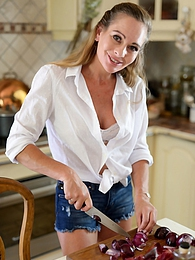Kiss The Cook pictures at find-best-mature.com