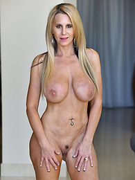 Exquisite Form pictures at kilovideos.com